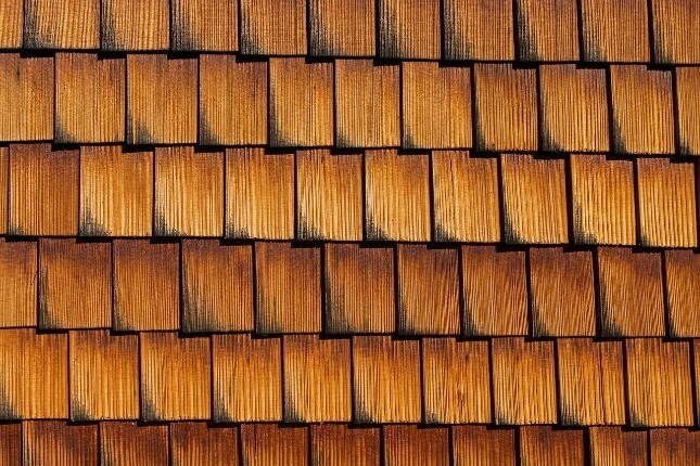 Getting a new wooden roof how much do cedar shakes cost for Cedar shingle prices
